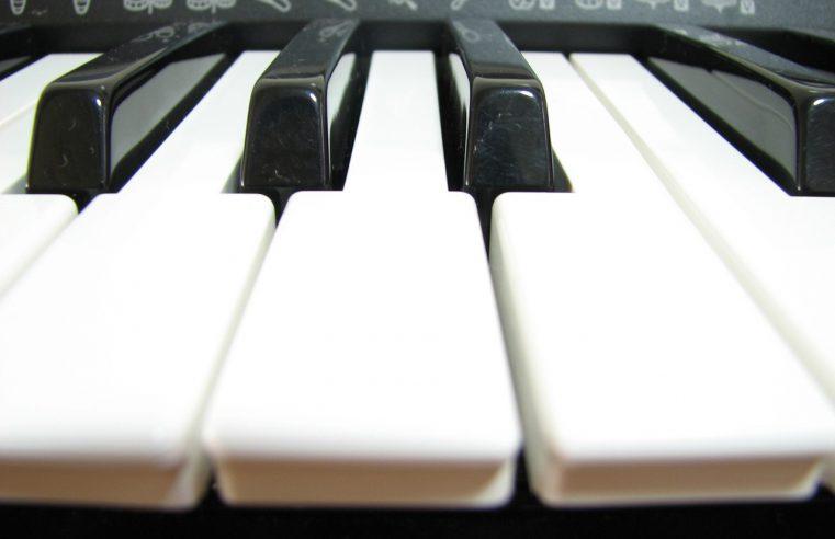 Czy warto uczyć się grać na instrumentach?